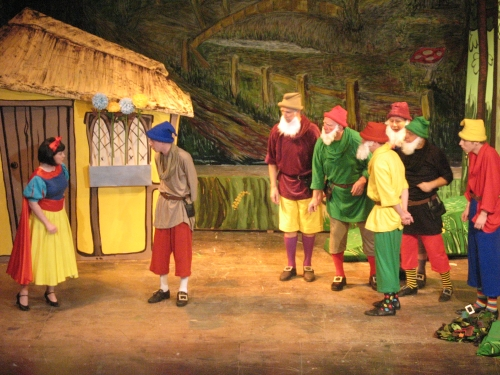 Pantomime Script: 'Snow White And The Seven Dwarfs' by Roger Butler